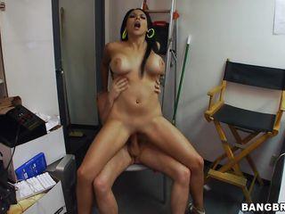 Порно кончил жене в рот